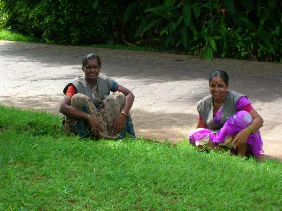 The Leela Goa : ladies taking an afternoon break