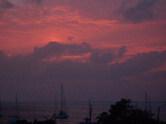 Residence Anse Caraibe: Couché de soleil depuis la terrase