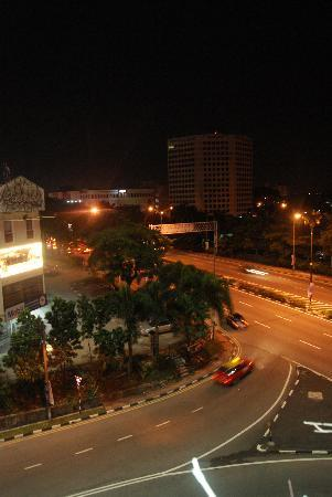 Hotel Selesa Johor Bahru: view from the parking lot