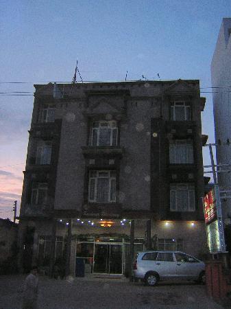 Hotel Kashmir Residency : Outside of hotel