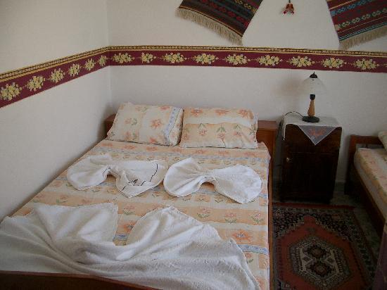 Duygu Pension: good sized  room