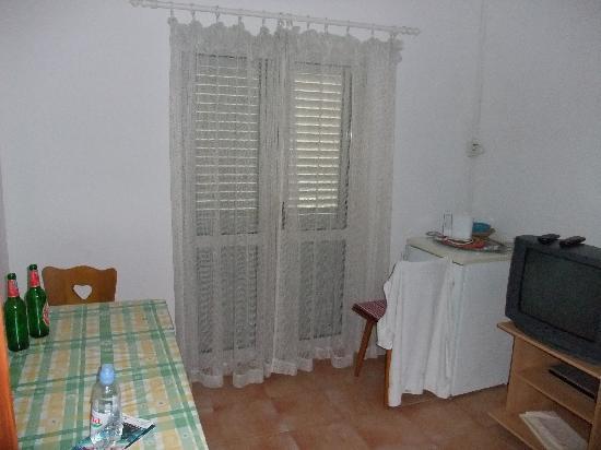 Jagoda and Ante Bracanovic House: Kitchen