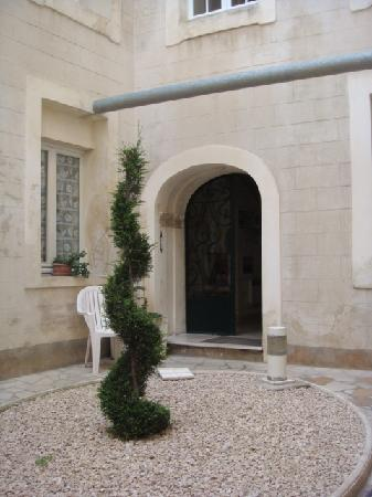 Hotel le Medieval : Interior courtyard at the Hotel Medieval