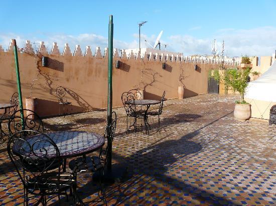 رياض أجاثي: La piscine sur la terasse