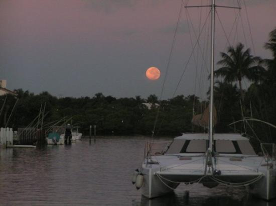 Highland Beach, FL: Full moon on the canal