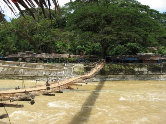new old bridge Bukit Lawang 2007