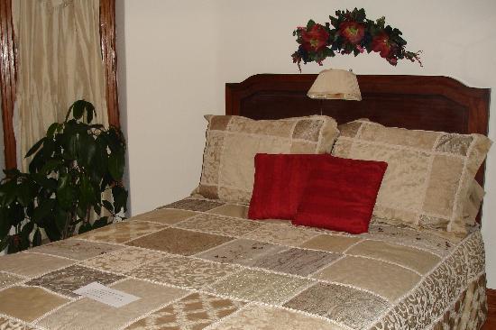 "Sugar Magnolia Bed & Breakfast: ""The Aviary"" - bed"