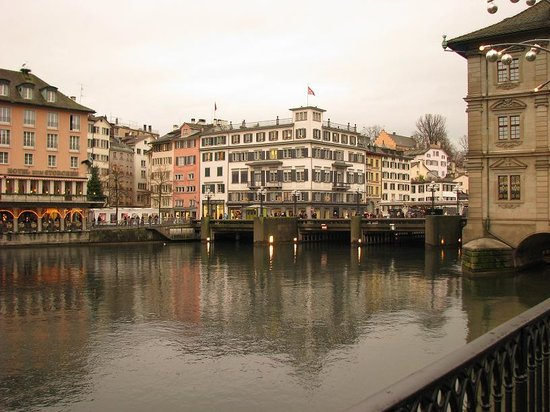 Zürich, Sveits: Limmat River