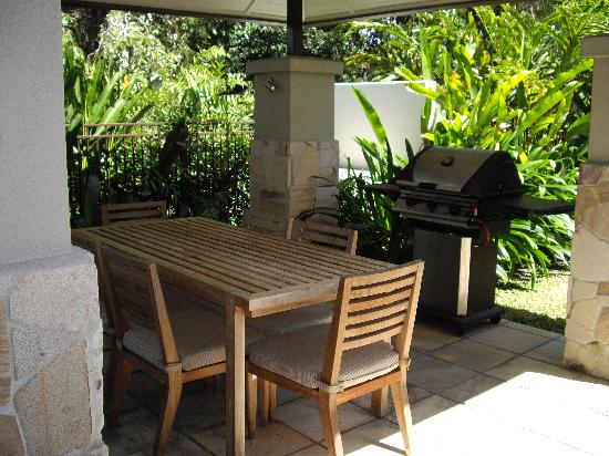 Pullman Port Douglas Sea Temple Resort & Spa: BBQ area in our apartment
