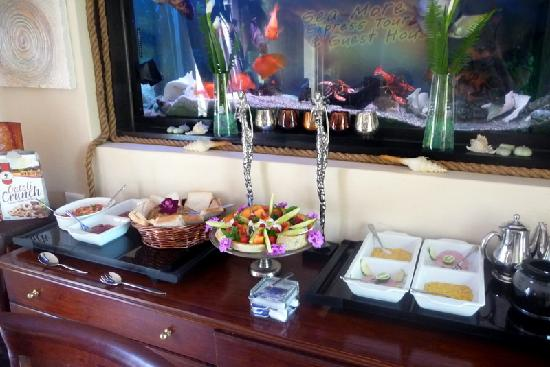 Cape Town Seamore Express Tours and Guesthouse : part of breakfast buffet