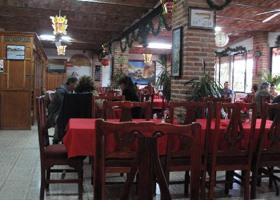 Min Wah: Inside of restaurant
