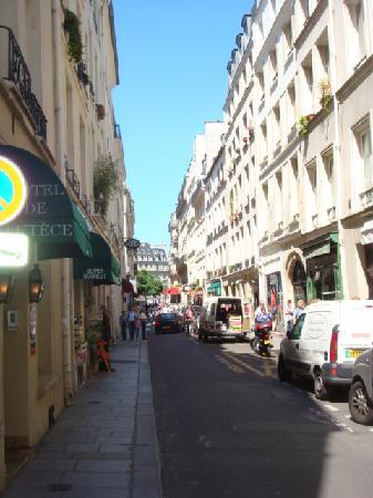 Entrance to the hotel de lutece picture of hotel de lutece paris tripadvisor - Hotel ile saint louis ...