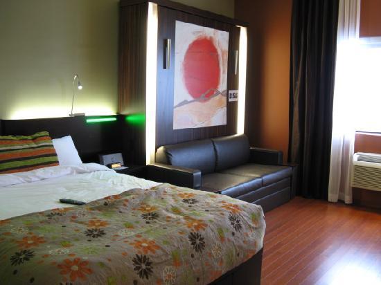 Vue de la chambre picture of hotel must quebec city for Chambre quebec