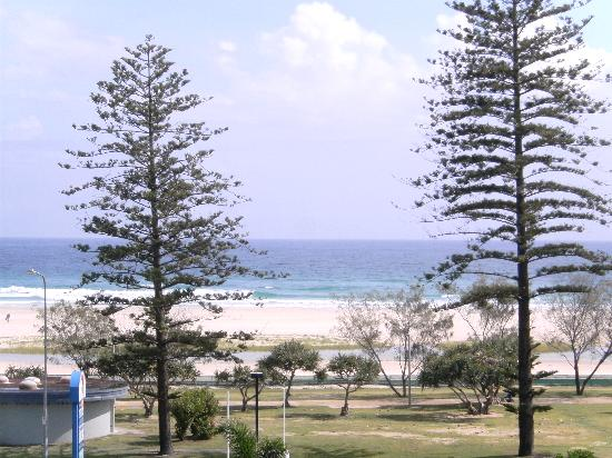 Kirra Beach Apartments: View from apartment