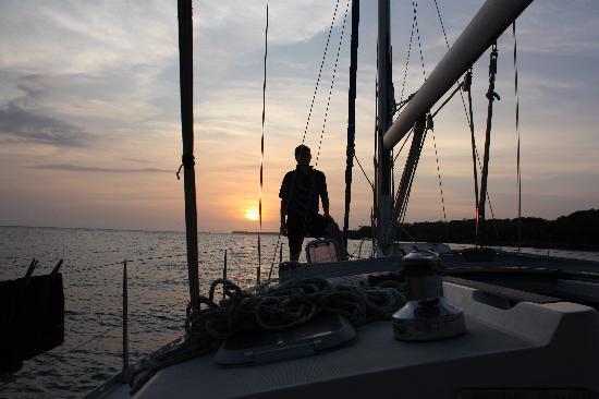 Casa La Fe - a Kali Hotel : David at sunset on the sailboat.
