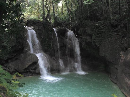 Mag-aso Falls: amazing sight and inviting pool