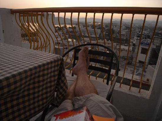 Treebo Udai Niwas: roof terrace / restaurant