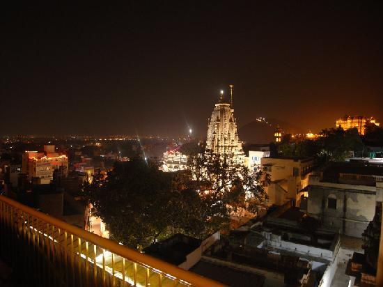 Hotel Udai Niwas: view from rooftop over the jagdish temple
