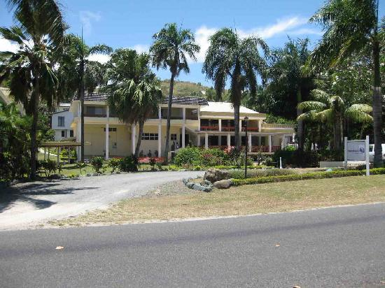 Bedarra Beach Inn : Bedarra Resort from Road