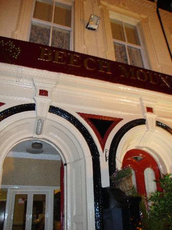 Beech Mount Hotel: Beech Mount by Night