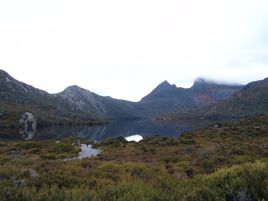 Cradle Mountain-Lake St. Clair National Park, Austrália: Dove Lake & Cradle mountain at 8am from the car park area