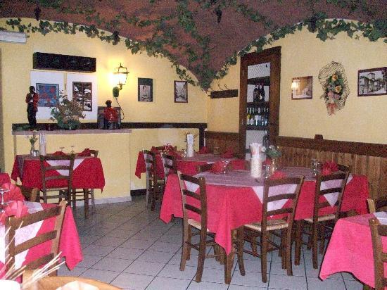 Susa, Italie : Una sala locale