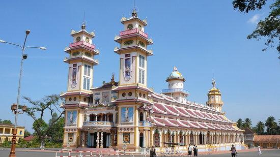 Tay Ninh, Βιετνάμ: カオダイ教寺院