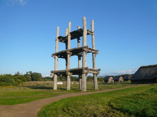 Sannai-Maruyama Ruins: 六本柱の建造物