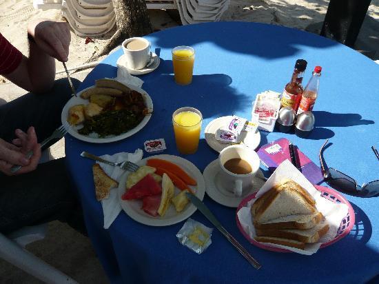 Shields Negril Villas: Frühstück
