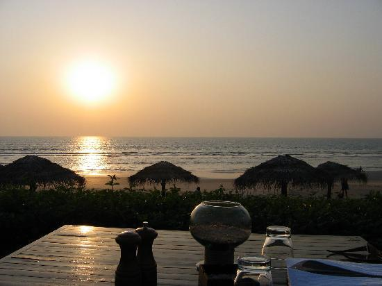 Benaulim, India: Sunset from the beach bar - priceless!