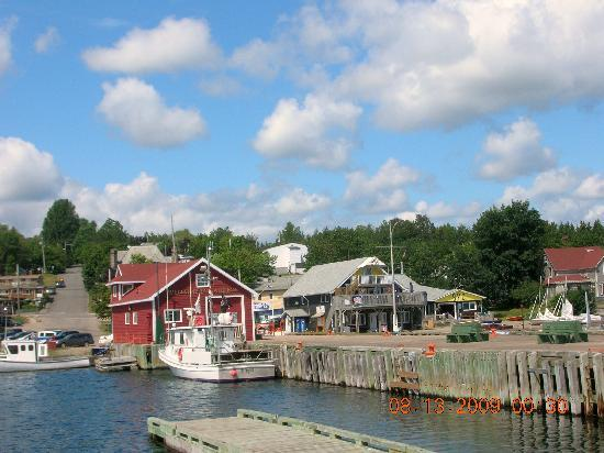 Telegraph House Hotel: Baddeck Harbour