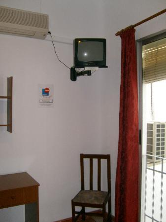 Hostal Arroyo: TV and air conditining