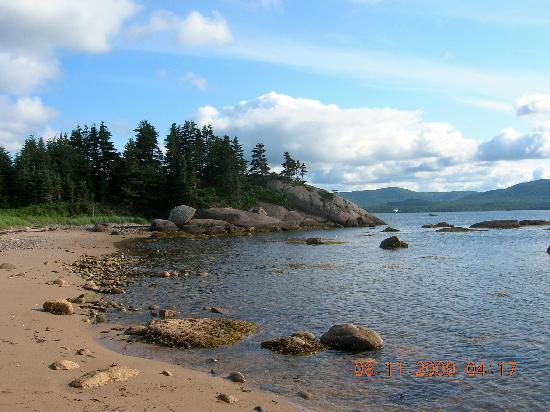 Seascape Coastal Retreat: Just down the road