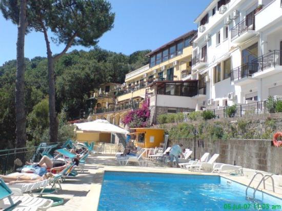 July 6th Sorrento- Le Terrazze Pool - Picture of Amalfi, Amalfi ...