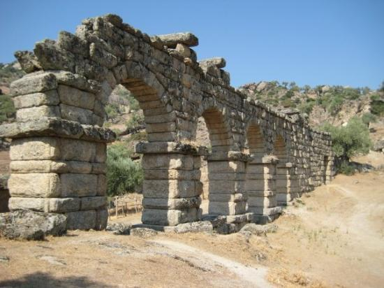 Aydin, Turkey: Alinda, Aquaduct (Water way)