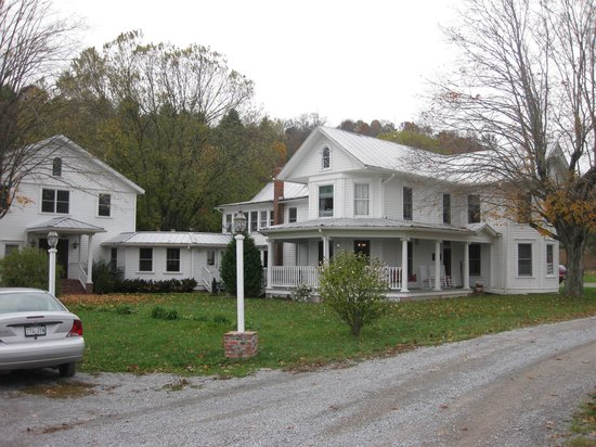 The Inn at Mountain Quest: The adjoining farm house