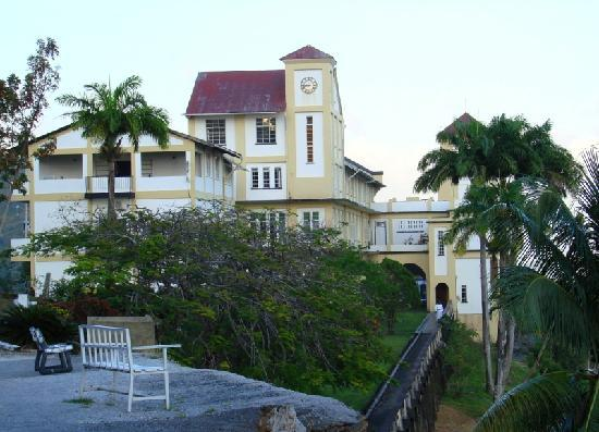 Pax Guest House: Mount St Benedict Terrace at dusk