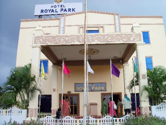 View of Hotel Royal Park from outside