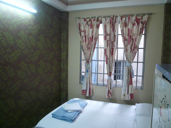 Long Hostel: Small but very clean & cozy room.
