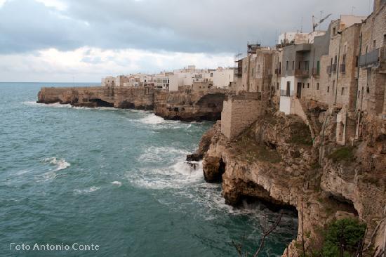 Polignano a Mare, Italie : Una delle famose terrazze sul mare di Polignano