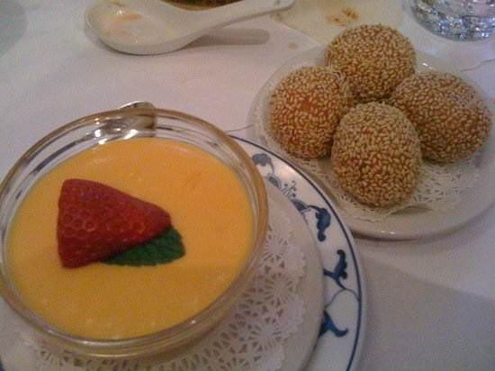 Yank Sing: Mango custard and sesame balls with red bean paste