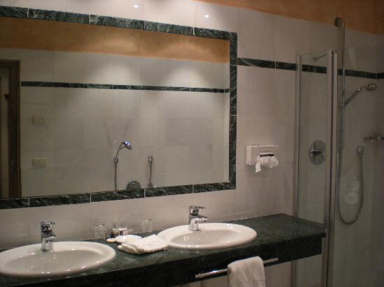 Romantikhotel Oberwirt: Bagno suite