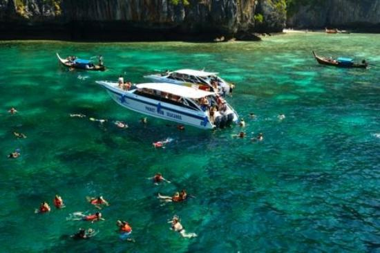 The Beautiful Monkey Bay It S A Really Nice Spot For Snorkeling Picture Of Ko Phi Phi Don