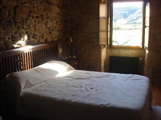 Cervo, Spain: Vista parcial de la habitación