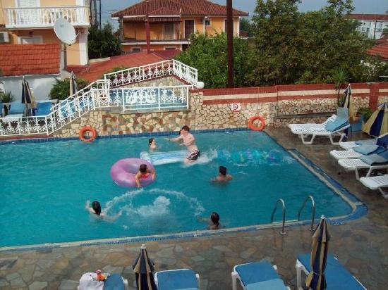 Planos Beach Hotel: Poolside off balcony