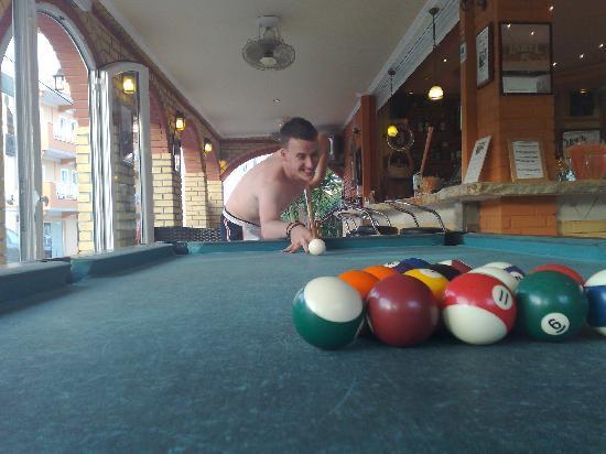 Planos Beach Hotel: Pool Table and Bar