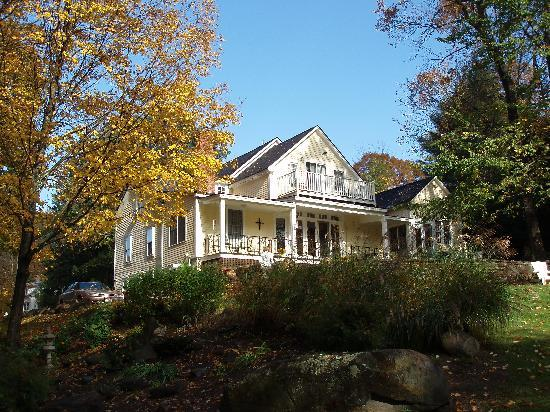 Green River Bridge House: View of GRBH from the garden