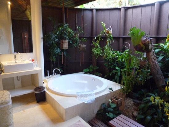 Shantaa Koh Kood: The outside bathroom