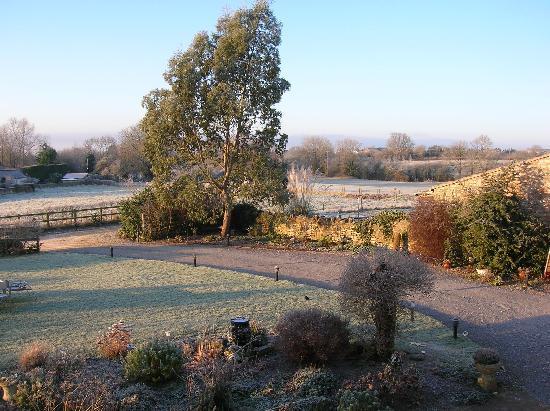 Littlewell Farm: Farmhouse garden in the frost