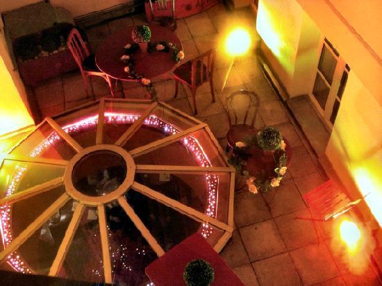 Aero Hotel: Vista superior del cenador interior de la cafetería